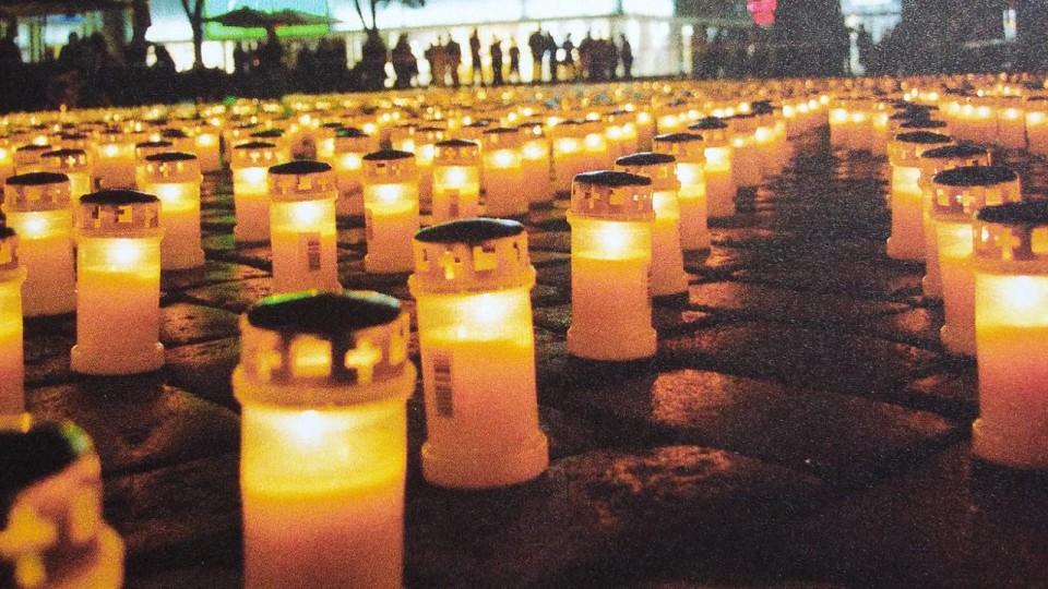 Bild zu Ein Licht für das Klima - Gemeinsame Mahnwache auf dem Rathausmarkt